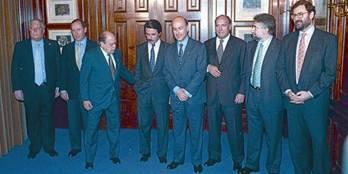 Pacto del Majestic 8 Pujol y Aznar, con otros cargos de sus partidos, en el Majestic, el 28 de abril de 1996. `EL PUNT-AVUI¿