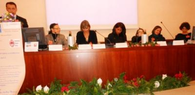 Tania Fernández, justo en el centro de la Mesa, representó a DAV en el destacado encuentro