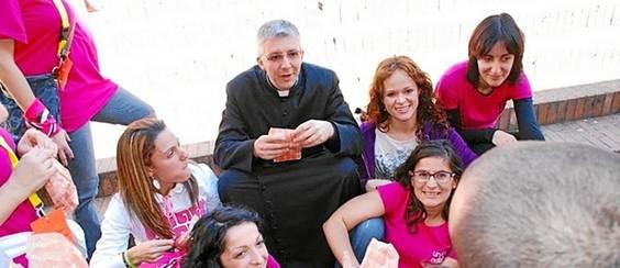 Andrea Brugnoli y jóvenes de Centinelas de la Mañana almuerzan en las calles de Roma, reponiendo fuerzas para evangelizar por la calle
