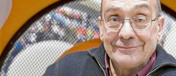 Descripción: El polémico sacerdote Manuel Pousa presentó su libro la pasada semana en Barcelona